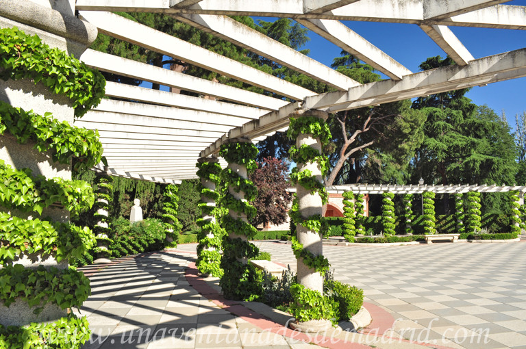El retiro jardines de cecilio rodr guez for Jardines cecilio rodriguez