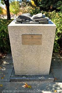 Retiro, Monumento a Enrique Tierno Galván