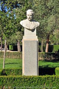 Jardines de la Rosaleda en El Retiro, Busto de Federico Chueca y Robles