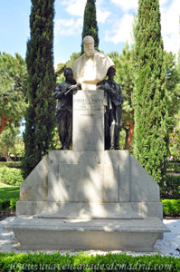 Jardines de la Rosaleda en El Retiro, Busto de Miguel Moya