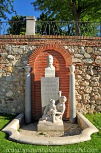 Retiro, Jardín del Parterre, Busto al Doctor Ángel Pulido