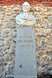 Retiro, Jardín del Parterre, Busto al Doctor Benavente