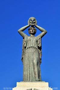 Retiro, Jardín del Parterre, Estatuta del Monumento a Jacinto Benavente
