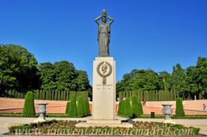 Retiro, Jardín del Parterre, Monumento a Jacinto Benavente