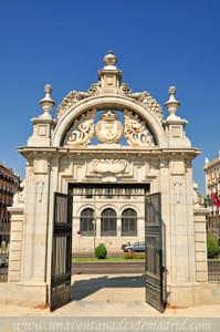 Retiro, Jardín del Parterre, Puerta de Felipe IV vista desde los Jardines del Parterre