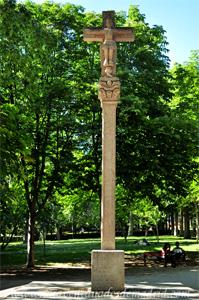 Retiro, Réplica del cruceiro de la Plaza del Obradoiro en Santiago de Compostela