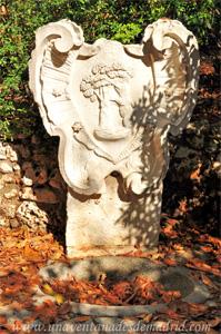 Retiro, Fuente con escudo de Madrid