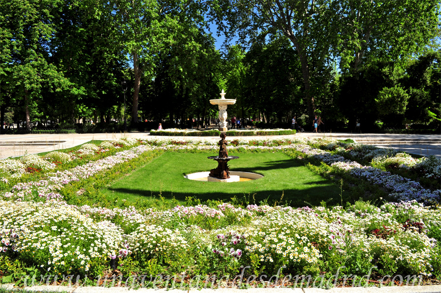 El retiro la zona de recreo for Fuentes para jardines pequenos