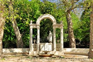 Retiro, Monumento a los Hermanos Álvarez Quintero