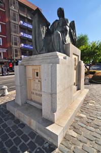 """Madrid Siglo XV, Estatua de Beatriz Galindo """"La Latina"""""""