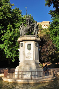 Madrid Siglo XV, Estatua de Isabel la Católica frente al Museo Nacional de Ciencias Naturales