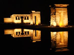Vista del Templo de Debod por la noche