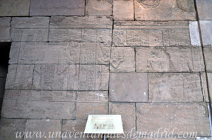 Templo de Debod, Vestíbulo, relieve