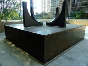 Museo de Arte Público, Plaza-escultura