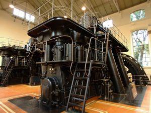Nave de Motores de Pacífico, Motores diesel vistos desde atrás