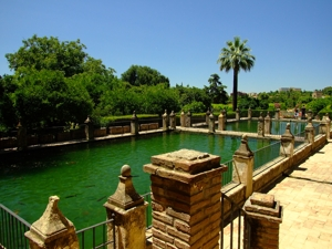Alcázar de los Reyes Cristianos, Albercas altas delante del Jardín Medio
