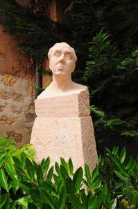 Busto de Antonio Machado en el jardín de su Casa-Museo
