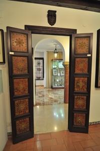 Casa-Museo de Arte sobre Piel, Puerta elaborada en madera y cuero