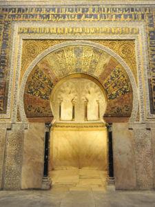 Catedral - Mezquita de Córdoba, Columnas del antiguo mihrab de Abd al-Rahman II reutilizadas en el de al-Hakam II