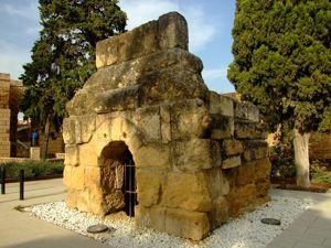 Córdoba, Tumba romana en Puerta de Sevilla