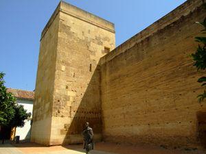 Córdoba, Torre de Belén desde la Calle Martín de la Roa