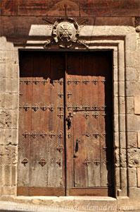 Cuenca, Portada de la Casa del Can�nigo Juan del Pozo. Siglos XVI y XVIII.