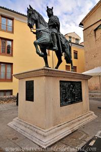 Cuenca, Estatua de Alfonso VIII en la Plaza Obispo Valero