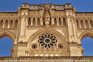 Cuenca, San Julián sobre el rosetón central
