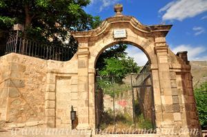 Cuenca, Jardín de los Poetas con los restos de la Iglesia de San Gil en el interior