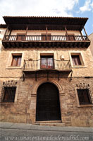 Cuenca, Casona con Balconada mixtilínea (recta-curva-recta)