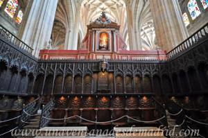Catedral de Segovia, Sillón del Obispo y por detrás la Virgen Inmaculada del trascoro