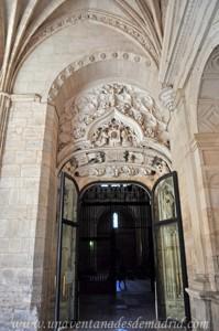 Catedral de Segovia, Portada del Claustro vista desde el mismo