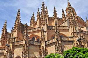 Catedral de Segovia, Cornisas de las capillas que rodean la girola en el ábside, de la girola y de la Capilla Mayor