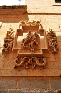 Catedral de Segovia, Relieve de San Martín en Calle de San Frutos