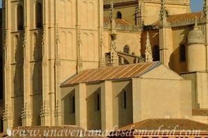 Catedral de Segovia, Edificio de la Sala Capitular y de la antigua librería