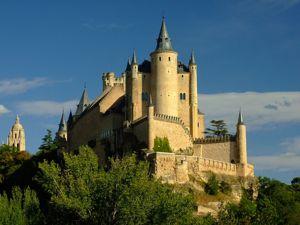 Segovia, Alcázar desde las ruínas del Hospital de San Lázaro