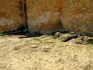 Tumbas antropomorfas alrededor de la Iglesia de la Vera Cruz