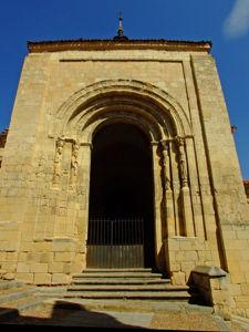 Segovia, Portada de acceso de la Iglesia de San Martín