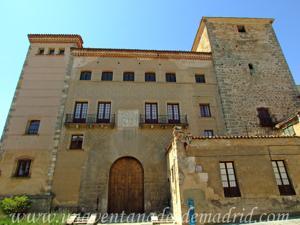 Segovia, Fachada principal de la Casa de las Cadenas