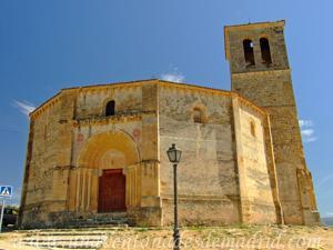 Segovia, Portada principal de la Iglesia de la Vera Cruz