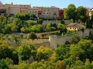 Murallas de Segovia a la altura del Jardín de los Poetas