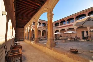 Segovia, Claustro de la Vicaría del Monasterio de San Antonio el Real
