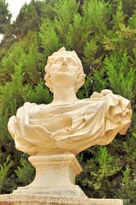 Sevilla, Parque de María Luisa - Jardines de las Delicias, Busto sobre pedestal