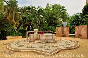 Sevilla, Parque de María Luisa - Jardines de las Delicias, Fuente ornamental de planta mixtilínea
