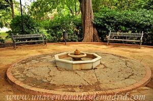 Sevilla, Parque de María Luisa - Jardines de las Delicias, Fuente ornamental de planta octogonal