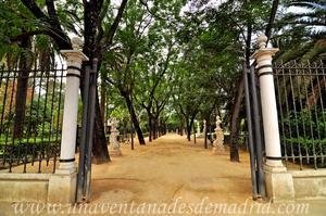 Sevilla, Parque de María Luisa - Jardines de las Delicias, Pedestales con bustos de la Avenida del Líbano