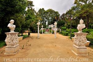 Sevilla, Parque de María Luisa - Jardines de las Delicias, Pedestales con bustos