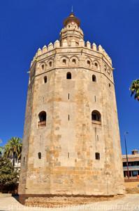 Murallas de Sevilla, Primer plano de la Torre del Oro