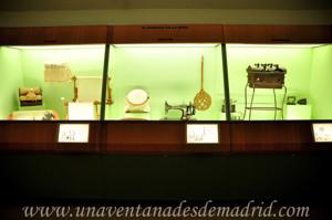 Museo de Artes y Costumbres populares de Sevilla, Equipamiento doméstico para el cuidado y adorno de la ropa