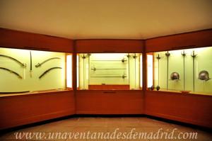 Museo de Artes y Costumbres populares de Sevilla, Sala IX, Armas de Caza y Defensa Personal, armas blancas